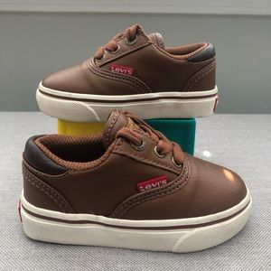 Levi's Sneakers size 6c